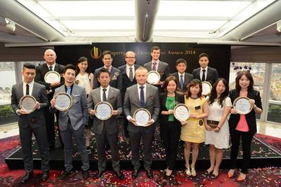 """The first award presentation ceremony of """"iProperty Best Development Awards""""  was held today to recognize outstanding property developments across the globe. Pictured in the photo are the guests and all the winners."""