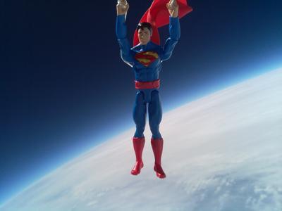 """RS 与美泰联手将""""超人""""送入太空"""