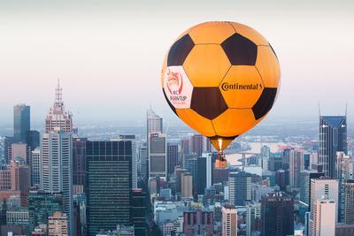 Conti气球在墨尔本上空飞扬