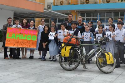 Lam Woo students welcome Gribble and Codrington to their school