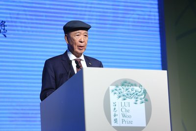 Dr. LUI Che Woo talks about his vision at the LUI Che Woo Prize Launch Ceremony.