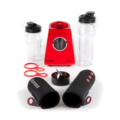 The BlendExpress comes with two Tritan bottles (400ml and 600ml), as well as two zip-up insulating sleeves, Tritan flip-cap lids and carrying rings