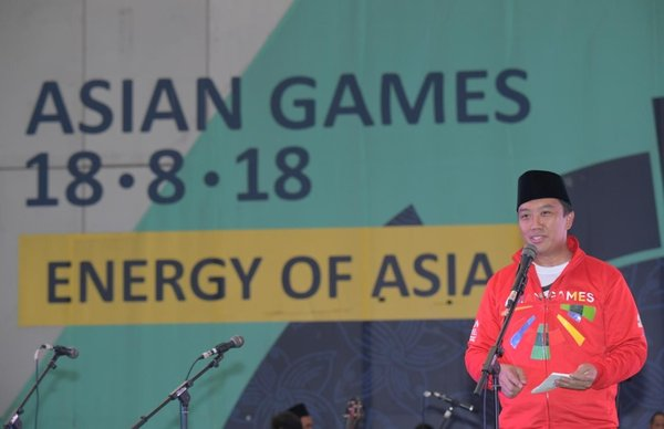 The Minister of Youth and Sports of the Republic of Indonesia, Imam Nahrawi, delivering his speech to the youths at the 'Pemuda Bershalawat' event on May 31st 2018