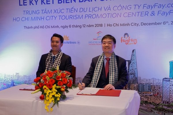 Kingston Lai (right), founder of Fayfay.com signed a memorandum of understanding with Tran Ngoc Dong Quan (left), the Vice President of the Ho Chi Minh City Promotion Center to grow tourism in Vietnam.