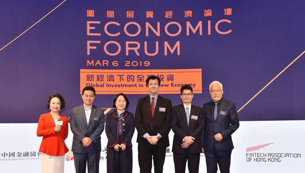 A group of guests including Mr Joseph H. L. Chan, JP, the Under Secretary for Financial Services and the Treasury of the Government of Hong Kong SAR (2nd from right), Mr. YEUNG Ka Keung, the Executive Vice President and Chief Financial Officer of Phoenix TV (1st from right), and others, to take a group picture