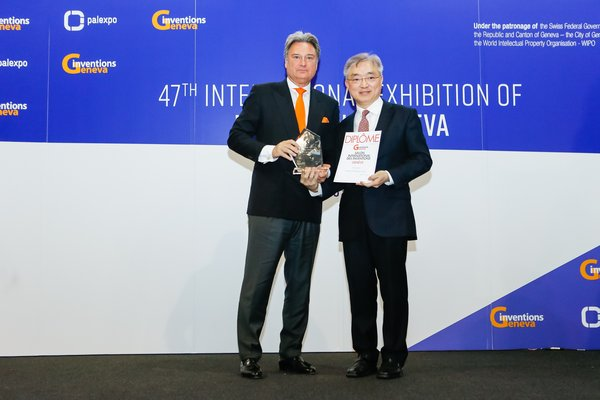 Mr Andrew Young, Associate Director (Innovation) of Sino Group (right), received the recognitions on behalf of Sino Group.