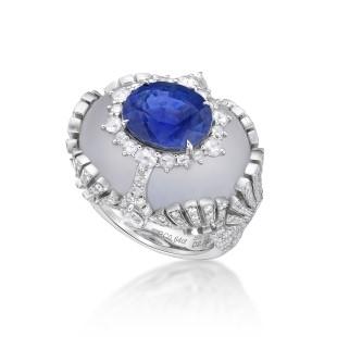 Ring with an 8-carat cornflower blue Burmese sapphire in a rock crystal by Caram eK