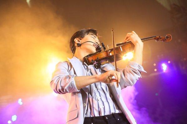 赛后派对上,公益大使刘宪华带来燃情表演