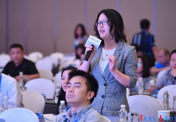 Intertek网络信息安全专家Paula Peng在第二届世界物联网安全峰会与同业交流