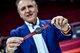 TISSOT天梭表全球总裁弗朗索瓦-添宝先生于现场展示天梭速驰系列FIBA特别款腕表