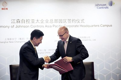 Huang Jinglin, Chairman of New Changning Group (Left) and Johannes Roters, Group Vice President and General Manager China, Automotive Experience of Johnson Controls jointly signed the contract for Johnson Controls new regional corporate headquarters project
