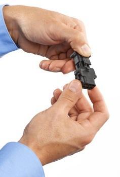 利用Stratasys FDM Nylon 12 材料制造的黑色卡扣